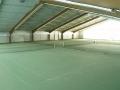 Die großzügige Tennishalle